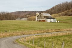 Ackerland u. moderne Windmühlen Stockfotos