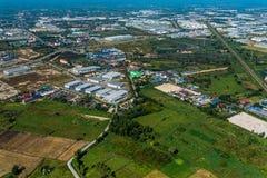 Ackerland und Bau im Industriegebiet Lizenzfreie Stockbilder