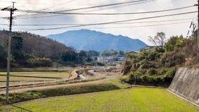 Ackerland und Berge in Japan Stockfotografie