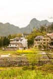 Ackerland und Hügel Lizenzfreies Stockfoto