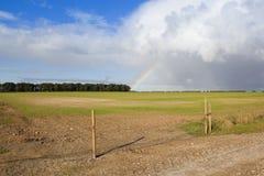 Ackerland und Regenbogen Lizenzfreie Stockfotografie