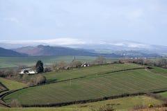 Ackerland und Schnee bedeckten Heidemoor Devon Großbritannien Stockbild