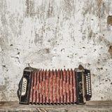 Ackground стены и аккордеони стоковая фотография rf