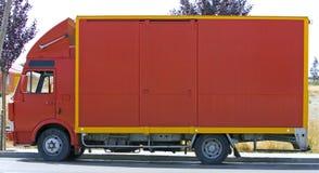 Aclare la vista lateral roja del camión o de la furgoneta Imagen de archivo