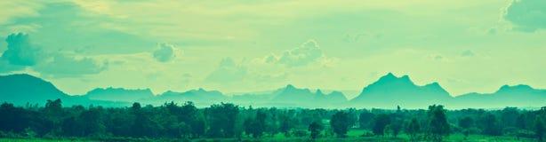 Acoda el fondo con la montaña Imagen de archivo libre de regalías
