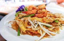 Acolchoe Kung Sod tailandês, macarronetes fritados tailandeses com camarão foto de stock