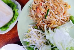 Acolchoe macarronetes de arroz tailandês, fritado tailandeses, legais Imagem de Stock Royalty Free