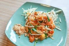 Acolchoe tailandês com camarão fresco, almofada Kung Sod tailandês, macarronetes tailandeses do estilo foto de stock royalty free