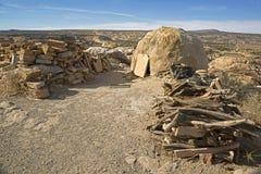 Acoma-Pueblo-Bewohner der historischen Himmel-Stadt, Bienenstockofen und -brennholz des luftgetrockneten Ziegelsteines des ruhige Lizenzfreie Stockfotos