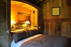 Acomodação luxuosa, quarto de hotel da montanha imagens de stock royalty free