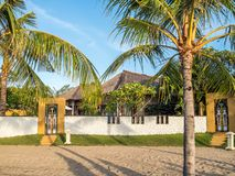 Acomodação tradicional do telhado cobrido com sapê em Bali imagem de stock royalty free