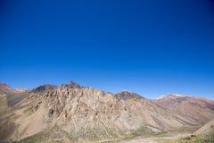 Aconcagua-Bergspitzen mit klarem blauem Himmel argentinien Lizenzfreie Stockfotos