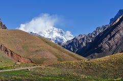 Aconcagua in den Wolken Stockbild