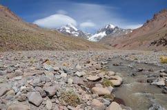 Aconcaqua双突透镜的云彩 库存照片