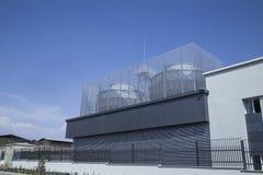 Acondicionador de aire industrial en el tejado, refrigerador Foto de archivo