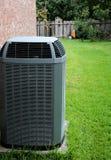Acondicionador de aire moderno en patio trasero fotos de archivo libres de regalías