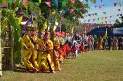 Acontecimiento tradicional de Manau de la tribu de Kachin para adorar a dios Imagen de archivo libre de regalías