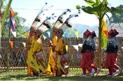 Acontecimiento tradicional de Manau de la tribu de Kachin para adorar a dios Foto de archivo
