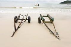 Acoplados en una playa imagen de archivo
