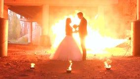 Acople com uma composição terrível para Dia das Bruxas, no fundo uma chama enorme filme
