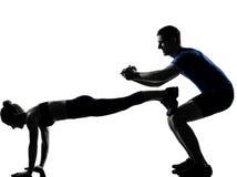 Acople o homem da mulher que exercita o exercício Imagens de Stock Royalty Free