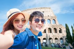 Acople o selfie felizmente em It?lia fotos de stock royalty free