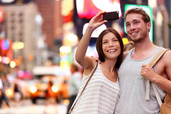 Acople a tomada do selfie do smartphone em New York, NYC Fotos de Stock Royalty Free