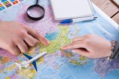 Acople a viagem do planeamento a China, ponto no mapa fotos de stock