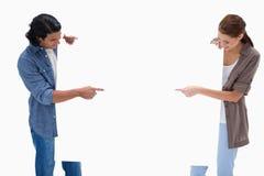 Acople a vista e apontando em vazio assine dentro suas mãos Imagens de Stock