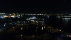 Acorazado New Jersey de la opinión aérea de la noche almacen de metraje de vídeo