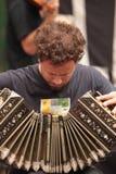 Acordeon, Tango y Milonga. La Orquesta Típica de Tango El Afronte divierte y entretiene a turistas y transeuntes que disfrutan de Bulevar de San Telmo en Buenos Stock Photos