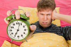 Acorde o homem com despertador grande Foto de Stock