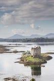 Acosador del castillo en el lago Laich en Argyll Foto de archivo