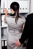 Acosso sexual no trabalho no escritório imagens de stock