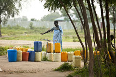 Acqua aspettante della gente, Sudan del sud Immagine Stock