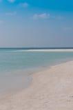 Acqua azzurrata e sabbia bianca Fotografie Stock