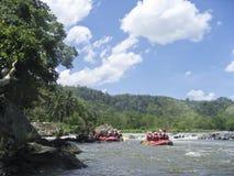 Acqua bianca che trasporta fiume con una zattera cagayan Mindanao Filippine Fotografia Stock