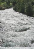 Acqua bianca precipitante a cascata fotografia stock