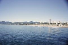 Acqua blu dell'oceano alla spiaggia della Santa Monica Fotografia Stock