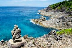 Acqua blu dell'oceano nel punto di vista di Koh Tachai, isole di Similan, Tailandia Fotografia Stock