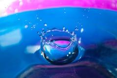 Acqua blu della spruzzata Immagini Stock Libere da Diritti