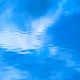 Acqua blu nebbiosa illustrazione vettoriale