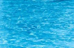 Acqua blu nella piscina Fotografia Stock