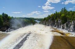 Acqua che scorre dalla diga di Paugan Immagine Stock Libera da Diritti