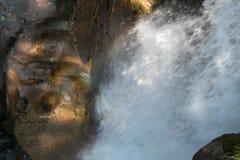 Acqua che scorre sulle rocce Fotografia Stock Libera da Diritti