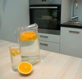 Acqua con l'arancio Immagine Stock