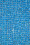 Acqua con lo stagno blu quadrato delle mattonelle Immagini Stock Libere da Diritti