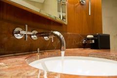 Acqua Crane Bathroom immagini stock