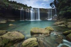 Acqua cristallina della cascata di Krang Suri Immagine Stock Libera da Diritti
