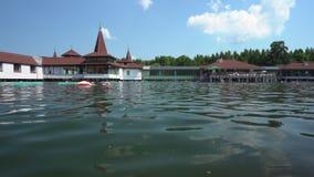Acqua del lago Heviz in Ungheria stock footage